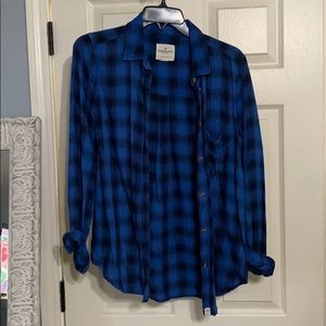 Size small.  Women's. AE button up!